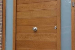 oak-horizontal-board-lacquered-opaque-glazed-side-panels